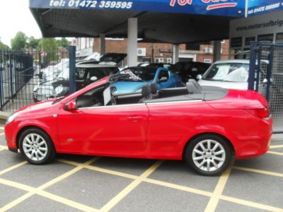 Vauxhall Astra 1.6 16V Sport 2dr Convertible Petrol RedVauxhall Astra 1.6 16V Sport 2dr Convertible Petrol Red at Motors of Brighowgate Grimsby