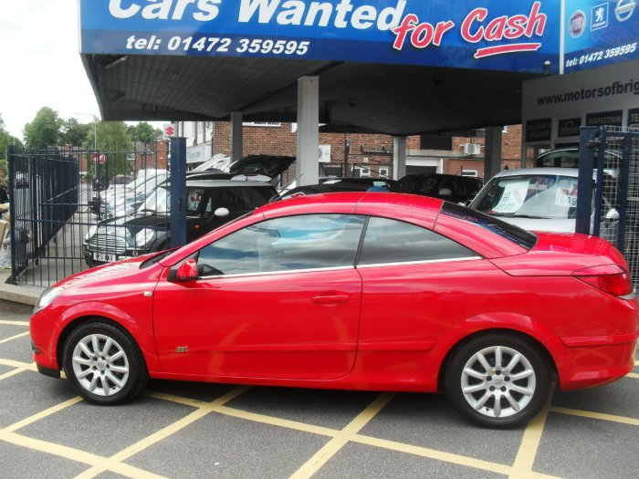Vauxhall Astra 1.6 16V Sport 2dr Convertible Petrol Red