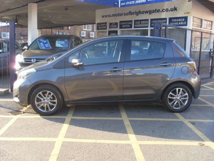 Toyota Yaris 1.33 VVT-i Icon Plus 5dr (SAT NAV) Hatchback Petrol Metallic Grey