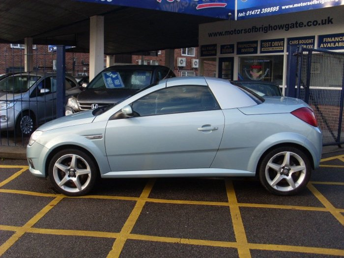 Vauxhall Tigra 1.8 Exclusive  2dr Convertible Petrol Silver?blue