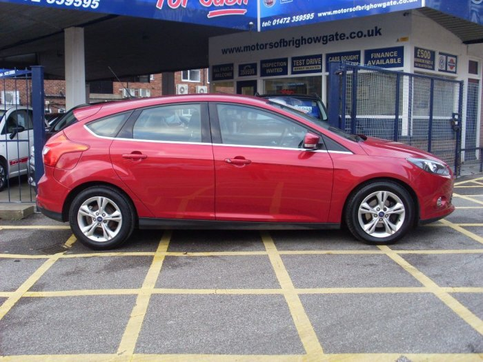 Ford Focus 1.0 125 EcoBoost Zetec 5dr Hatchback Petrol Metallic Red
