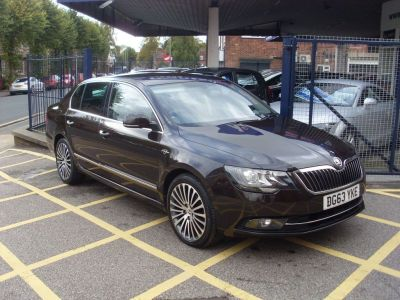 Skoda Superb 2.0 TDI CR 170 Laurin + Klement 4X4 5dr DSG Hatchback Diesel Deep Bronze MetallicSkoda Superb 2.0 TDI CR 170 Laurin + Klement 4X4 5dr DSG Hatchback Diesel Deep Bronze Metallic at Motors of Brighowgate Grimsby