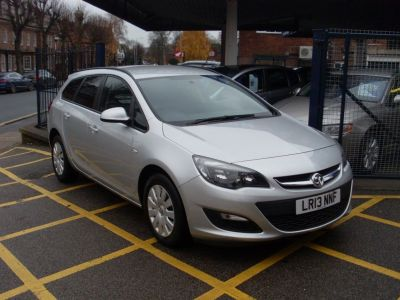 Vauxhall Astra 1.6i 16V Exclusiv Estate Automatic Estate Petrol SilverVauxhall Astra 1.6i 16V Exclusiv Estate Automatic Estate Petrol Silver at Motors of Brighowgate Grimsby
