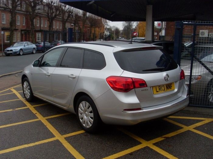 Vauxhall Astra 1.6i 16V Exclusiv Estate Automatic Estate Petrol Silver